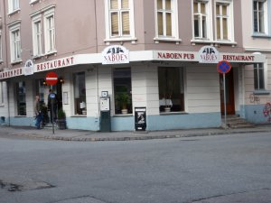 Bes�k Naboen pub og restaurant
