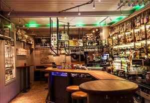 Besøk Bakgården Bar
